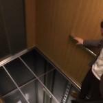 【心臓止まる?!】エレベーターの床が抜けた!!!落ちる~~ヽ(゚Д゚;)ノ!!