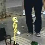 【ジワジワくるww】骸骨ロックンロールの操り人形がまるで生きてるかのよう!!